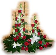 devant cercueil roses rouge