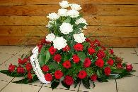 dessus cercueil roses